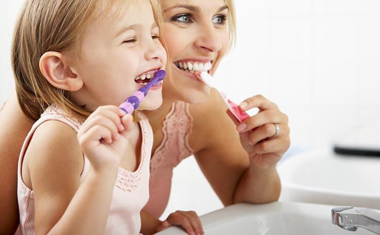 La pulizia dei denti nei bambini